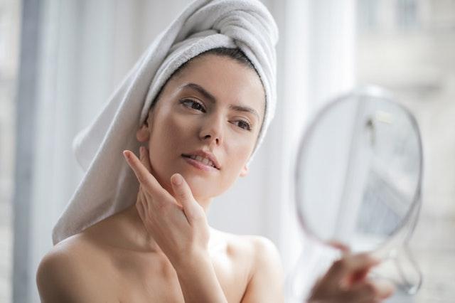 Trockene Haut: Ursachen und Pflegetipps